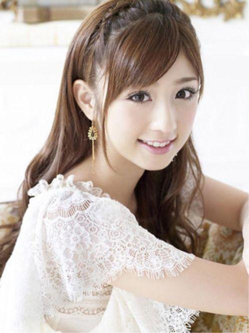 ロングカットの小倉優子さんに学ぶおしゃれなガーリーヘアスタイル♡ねじり編みアレンジでできちゃうおしゃれな髪型♬
