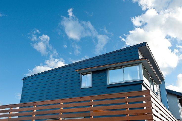 横長コーナー窓_ガルバリウム鋼板_木製格子