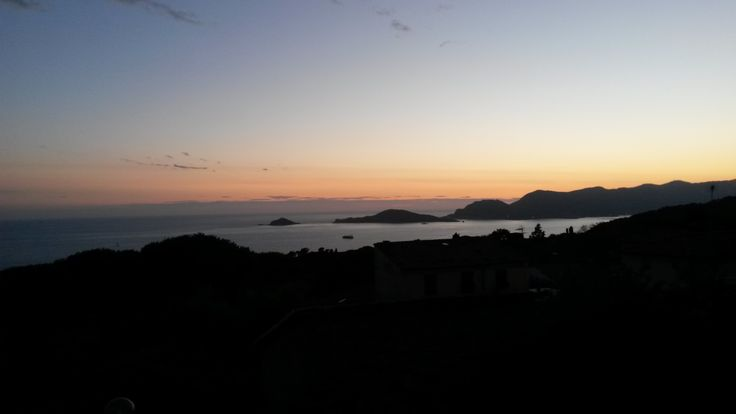 Sunset on a unique landscape over Portovenere!!  #ohmyguide #travel #italy #portovenere #palmaria #walkingtour #landscape
