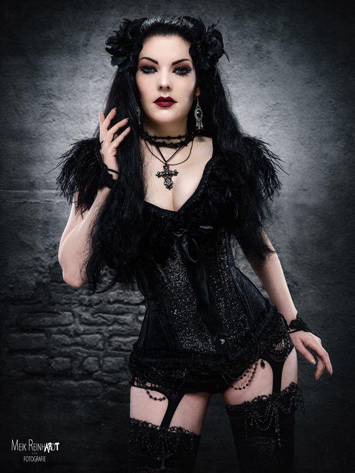 Photo : Meik Reinhardt-Fotografie Model : Gatto Nero Katzenkunst Welcome to Gothic and Amazing | www.gothicandamazing.com