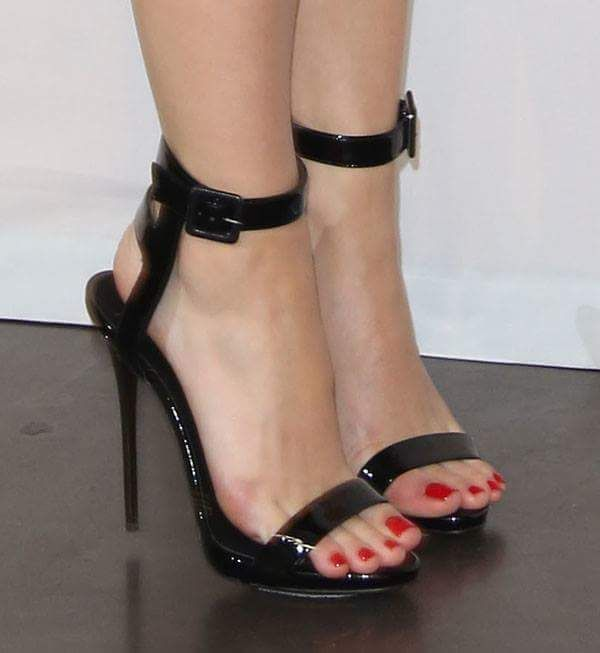 Female Celebrities Beautiful Bare Soles N' Feet - Home ...