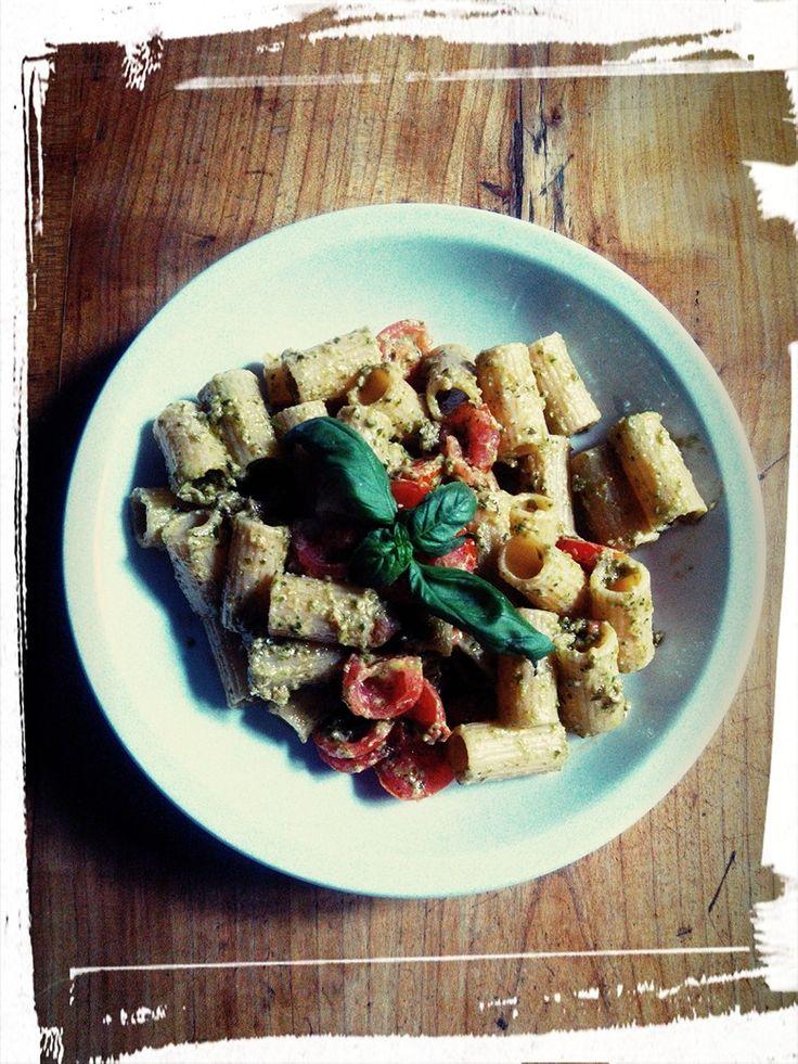 Gluten free maccheroni with pesto & cherry tomatoes!