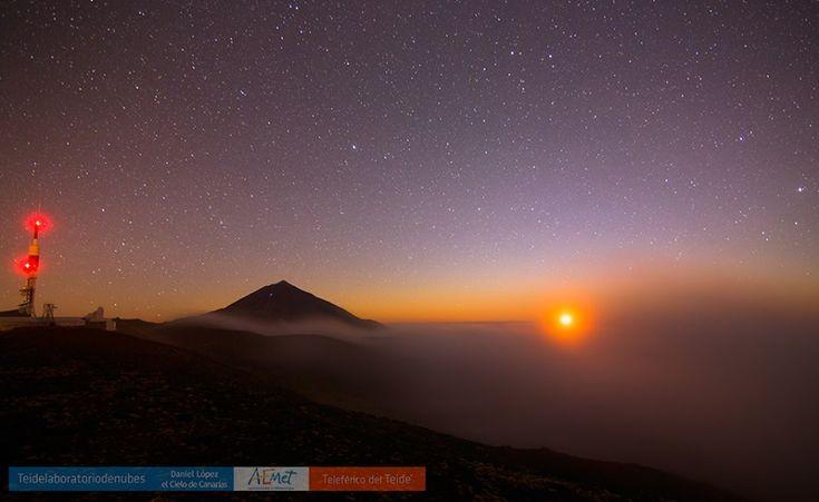 Puesta de Luna desde el Parque Nacional del Teide.    Aemet Izaña / Teleférico del Teide / Daniel López