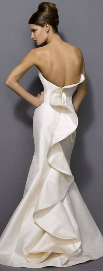 Antonio Riva Atelier - love the rhythmic elegant curves of the ruffle in back. It would look even prettier on a less angular, less bony model!