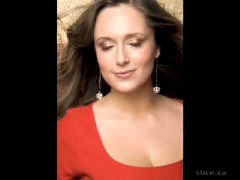 How to get rid of that double chin, tips from a professional photographer. www.facebook.com/slideshowbirdie #beauty #photo