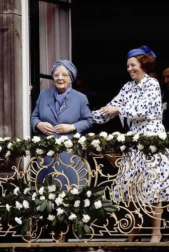 Abdicatie koningin Juliana en aantreden koningin Beatrix