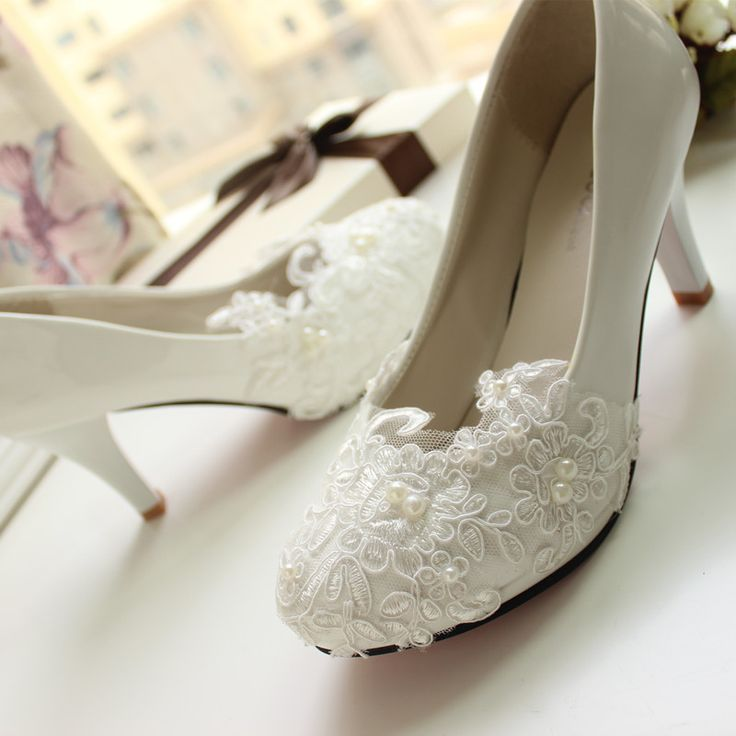 Mulheres Bombas de Casamento Sapatos tamanho grande 41 42 Artesanal de rendas Branco Sapatos de Noiva Sapatos de Dama de honra do banquete vestido 8.5 cm Calcanhar em Bombas das mulheres de Sapatos no AliExpress.com | Alibaba Group