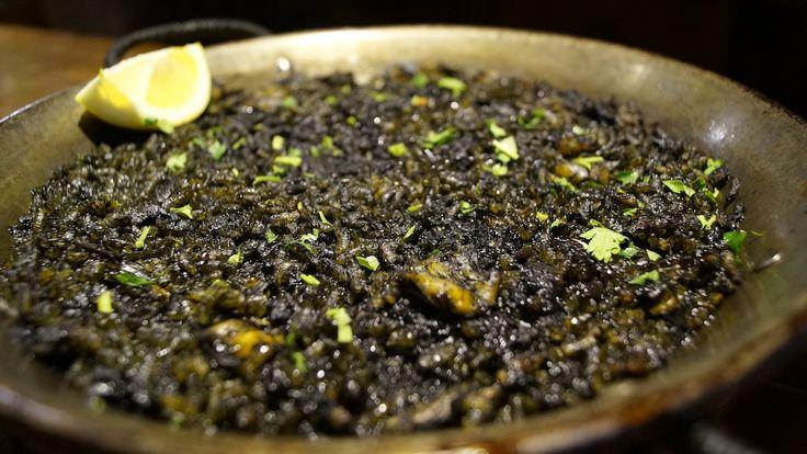 Arroz negro con chopitos. 10,00 € Bodeguita1999 Alicante. Especialistas en carnes de calidad.