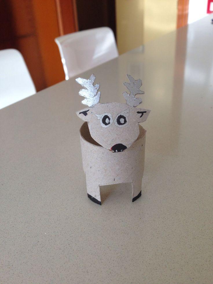 Reno realizado con rollo de papel higiénico