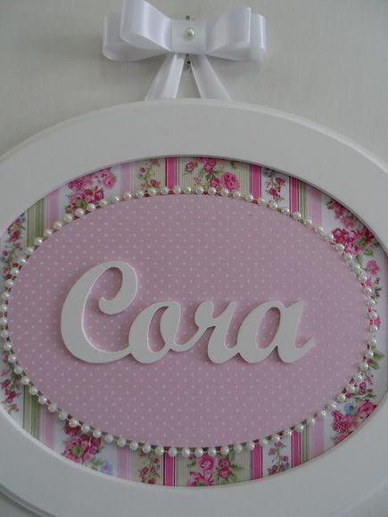 Quadro oval G com nome de menina.  Pode ser feito na cor que desejar.  Feita em MDF, forrado com tecido de algodão, para decorar o quadro colar de pérolas. R$ 93,00