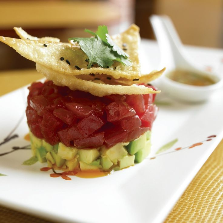 AHI TUNA: This ahi tuna tartare with crisp rice noodles, avocado, and toasted peanuts is one of the most popular dishes at the Bristol Lounge at @Mandy Bryant Dewey Seasons Hotel Boston. Click through for the recipe. #FSTaste