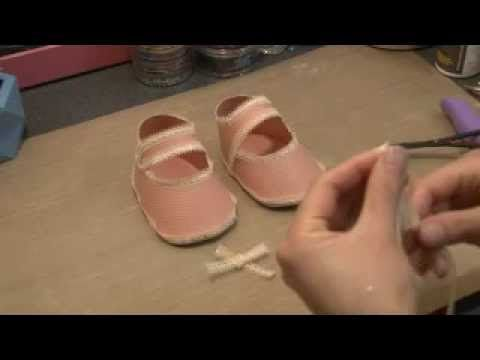 Paper baby shoe papercraft tutorial, via YouTube.: Baby Schuhe, How To Make Paper Baby Shoes, Baby Bounty, Baby Galor, Paper Crafts Baby Shoes, Shoes Baby, Baby Shower, Baby Dani, Baby Shoes Tutorials