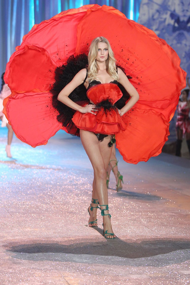 17 Best Images About 2012 Victoria S Secret Fashion Show On Pinterest Hilary Rhoda Angel And