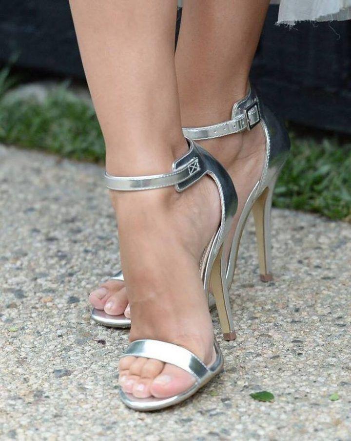 los angeles 7fb3b 4fd1d Silberne Riemchensandalen! # Damenschuhe #Schuhe ...