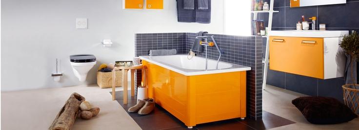 Mellan och modernistiskt badrum
