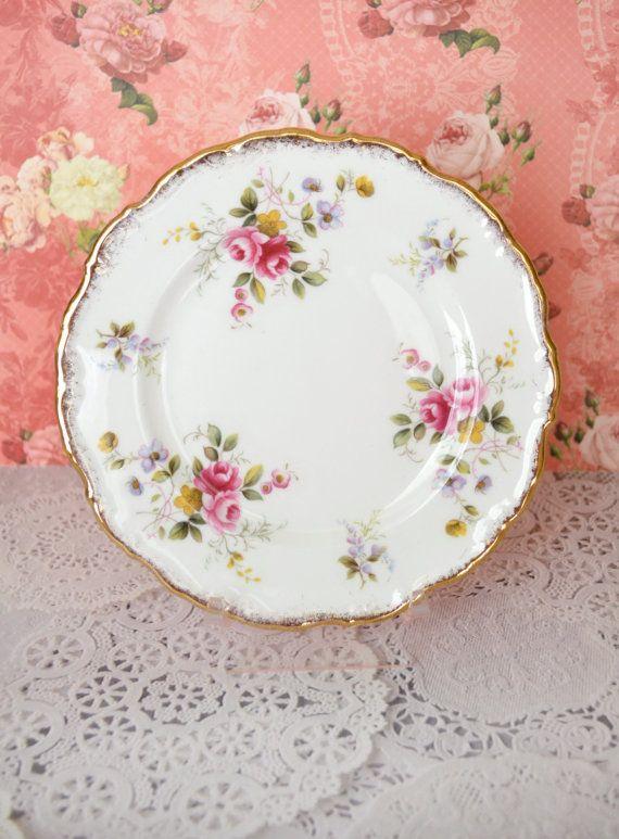 17 meilleures images propos de vaisselle fleurie sur pinterest porcelaine vintage royal. Black Bedroom Furniture Sets. Home Design Ideas