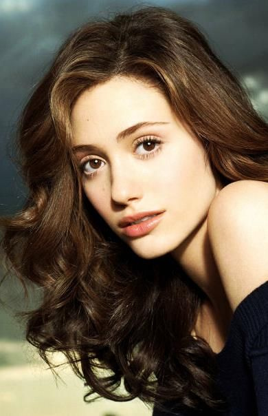 Emmy Rossum again, this look is much more natural. Could easily recreate with simple mascara/tinted lipbalm/cream blush.