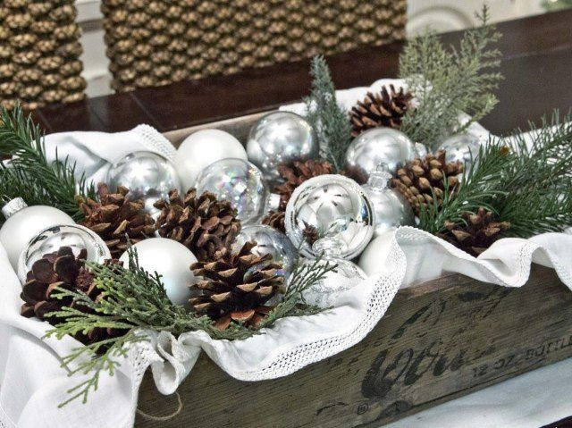déco de table pour Noël vintage en boules et cônes