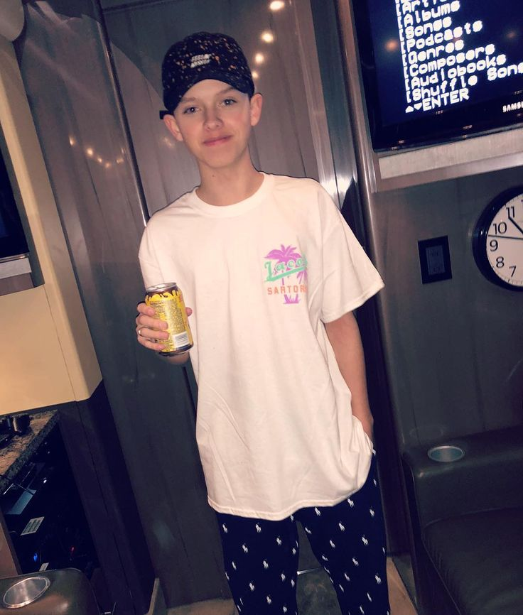 "356.9 mil Me gusta, 7,462 comentarios - Jacob Sartorius (@jacobsartorius) en Instagram: ""goodnight world p.s. canned chocolate milk for the win!!"""