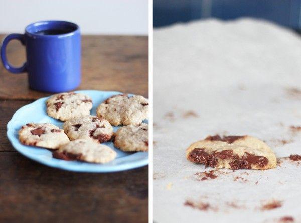 Cookies parfaits (Laura Todd vegan) : Absofruitly !75 g de sucre de canne blond 60 g d'huile de coco 1/4 cuillère à café de vanille en poudre (ou mettez du sucre vanillé à la place) 25 g de lait de soja (ou un autre j'imagine) 110 g de farine (ici de la T 80) 1 pincée de sel de votre choix (ne l'oubliez pas, ça change tout)