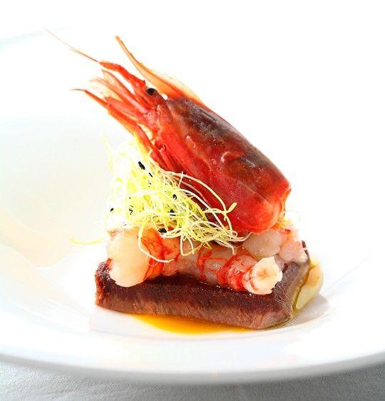 Dal suo ristorante Magorabin di Torino, lo chef Marcello Trentini ci svela la ricetta di uno dei suoi piatti più rappresentativi, nel quale trovano unione la terra e il mare in un connubio di sapori sostenuti dalla dolce acidità del gel di mandarino.