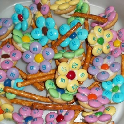 M's Flowers using mini vanilla wafers and white chocolate - Recipes filled with love