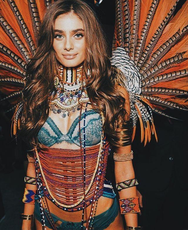 Taylor Hill – 2017 Victoria's Secret Fashion Show