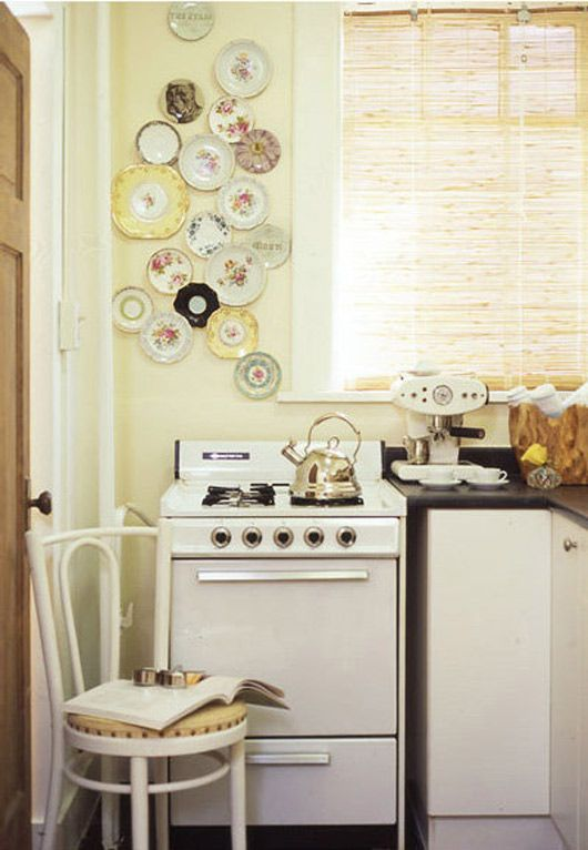sweet kitchen. reminds me of my nana