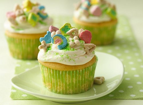 Lucky Charm Cupcakes-- St Pattys Day: Desserts, Treats, Idea, St. Patties, Charms Cupcakes, Lucky Charms, Recipes, St. Patrick'S, Cupcakes Rosa-Choqu