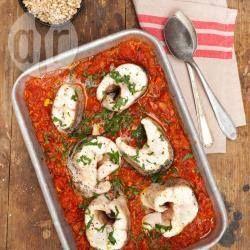 Zdjęcie do przepisu: Szczupak pieczony w pikantnym sosie pomidorowym