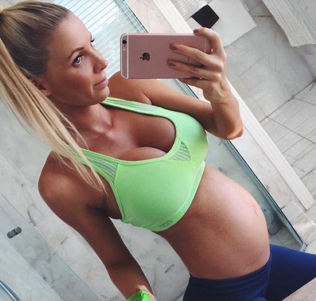 model with tiny baby bump