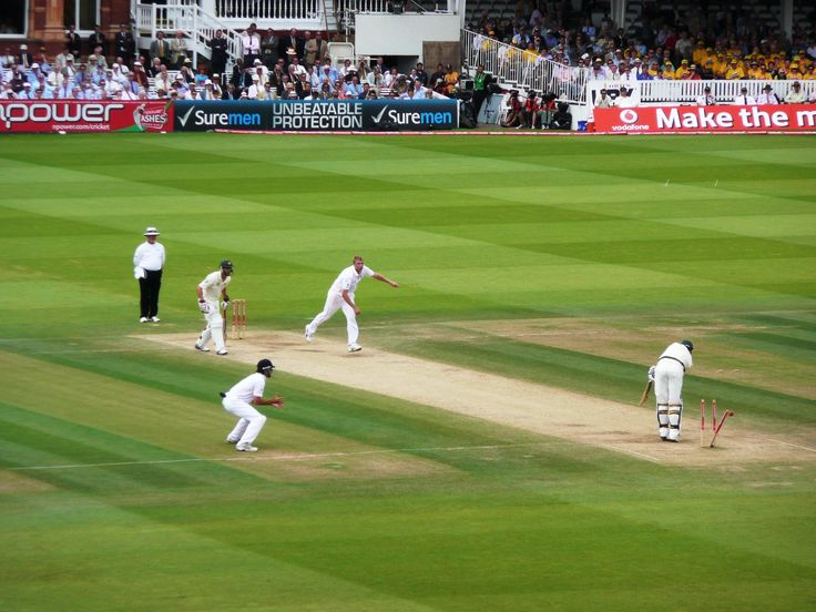 Flintoff knocks out Siddle's middle stump, England v Australia 5th Day 2nd Ashes Test @ Lord's 20-07-09