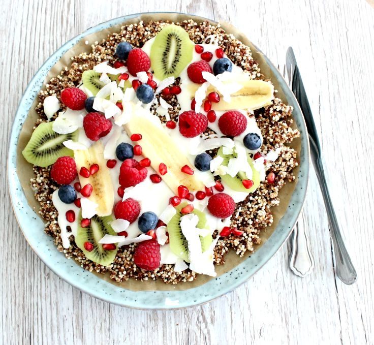 Food, gesunde Küche zum Frühstück, Müsli mal anders, fruchtige Müslipizza mit Joghurt, Granolapizza, Müslirezept, Granola,