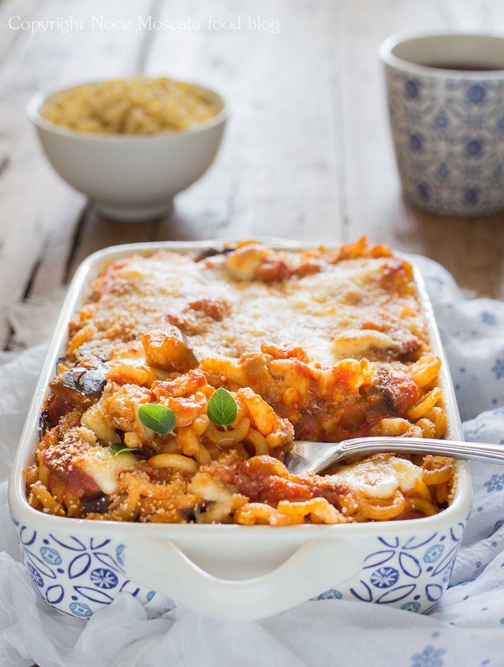 Anelletti siciliani al sugo di melanzane e mozzarella food photography  eggplant