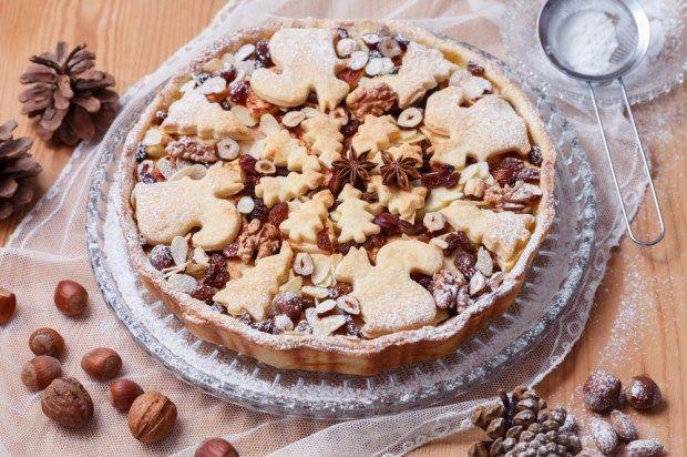 Nejlepší vánoční koláče jsou plné jablíček, skořice, ořechů a kokosu. Místo tradičního štrúdlu si letos upečte koláč, v kterém je tolik oříšků a mandlí, že byste na něj přilákali regiment veverek.