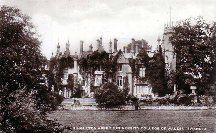 The Abbey in the 1940s (pic via http://www.oldukphotos.com)