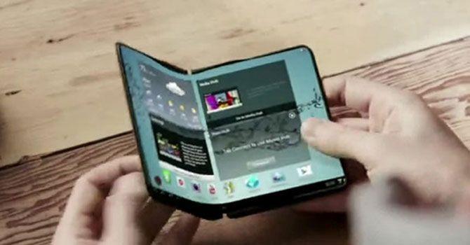 Samsung: na składane smartfony jeszcze poczekamy #smartfon #samsung http://dodawisko.pl/9466-samsung-na-skladane-smartfony-jeszcze-poczekamy.html