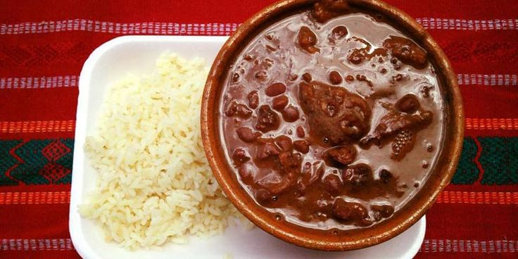 Los frijoles colorados con chicharrón son una de las recetas tradicionales de Guatemala, es un platillo sencillo de preparar y es muy delicioso.