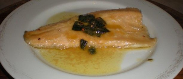 Filetto di trota salmonata al vino bianco e salvia