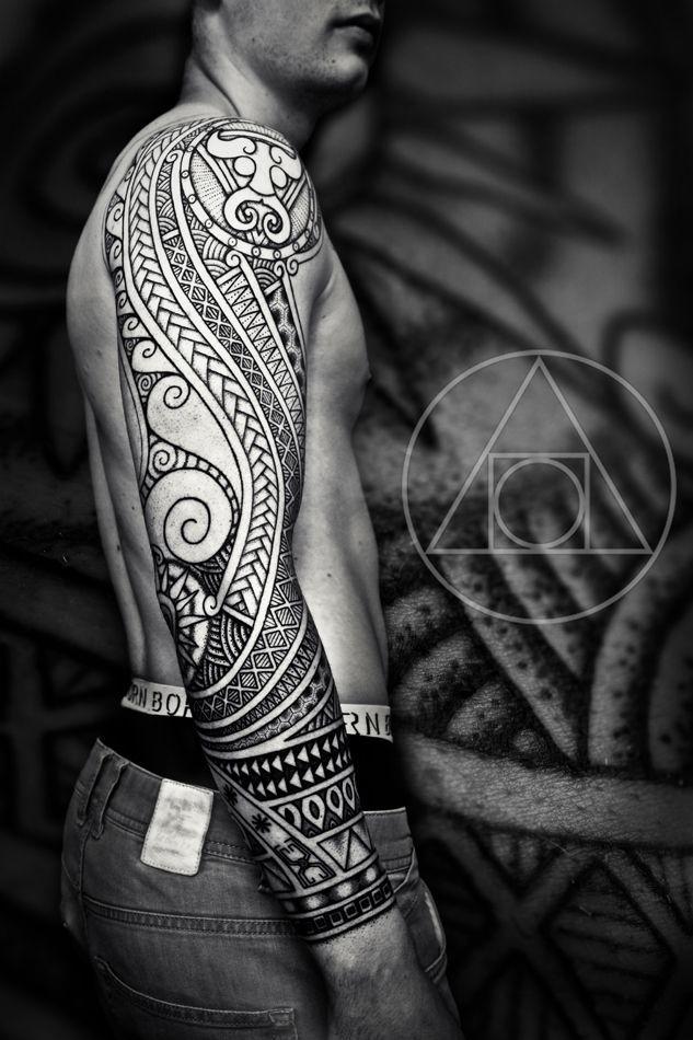 Tatouage viking sur le bras dans 20 motifs de l'art du tatouage viking pour homme par le créateur danois Peter Walrus Madsen