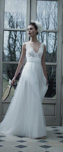 gefunden bei HAPPY BRAUTMODEN         Brautkleid Hochzeitskleid elegant romantisch französisch Cymbeline fließender Rock Spitze