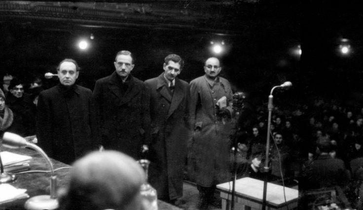 Az egykori Szálasi-kormány tagjai, Szálasi Ferenc miniszterelnök, Szöllősi Jenő miniszterelnök-helyettes, báró Kemény Gábor külügyminiszter, és Beregfy Károly honvédelmi miniszter a Zeneakadémia nagytermében megtartott tárgyaláson