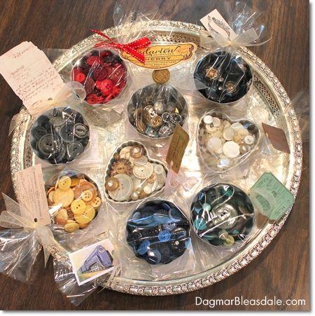 DIY decor: vintage buttons in vintage Jello tin molds #DIY #buttons #vintage