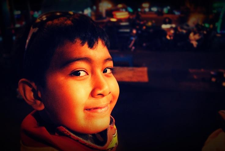 [FOTO] Ekspresi Lirikan dan Senyuman Matin | NIKON D3000, f/3.5, exposure time 1/6 sec, ISO 1600, focal length 18 mm, no flash. Edit using PhotoScape
