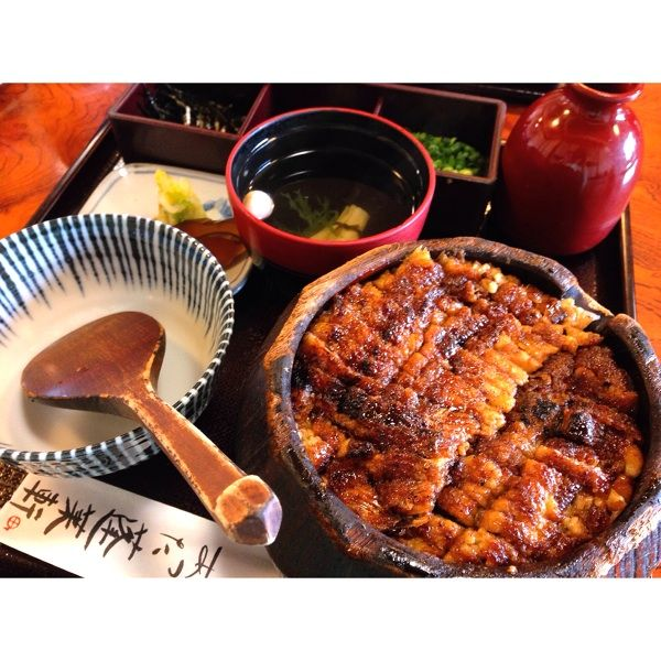 名古屋で有名なひつまぶしのお店特集。名古屋に来たら一度は食べたい、有名なひつまぶしのお店をご紹介!うなぎを使った名古屋めし、ひつまぶしは一食で複数の食べ方を楽しめる。行列のできる人気店から、ふらっと気軽に立ち寄れるお店まで。名古屋で有名なひつまぶしのお店を特集。