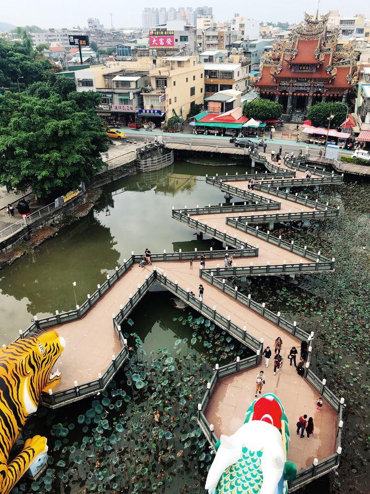 Kaohsiung – Dragon & Tiger Pagodas, Lotus Pond