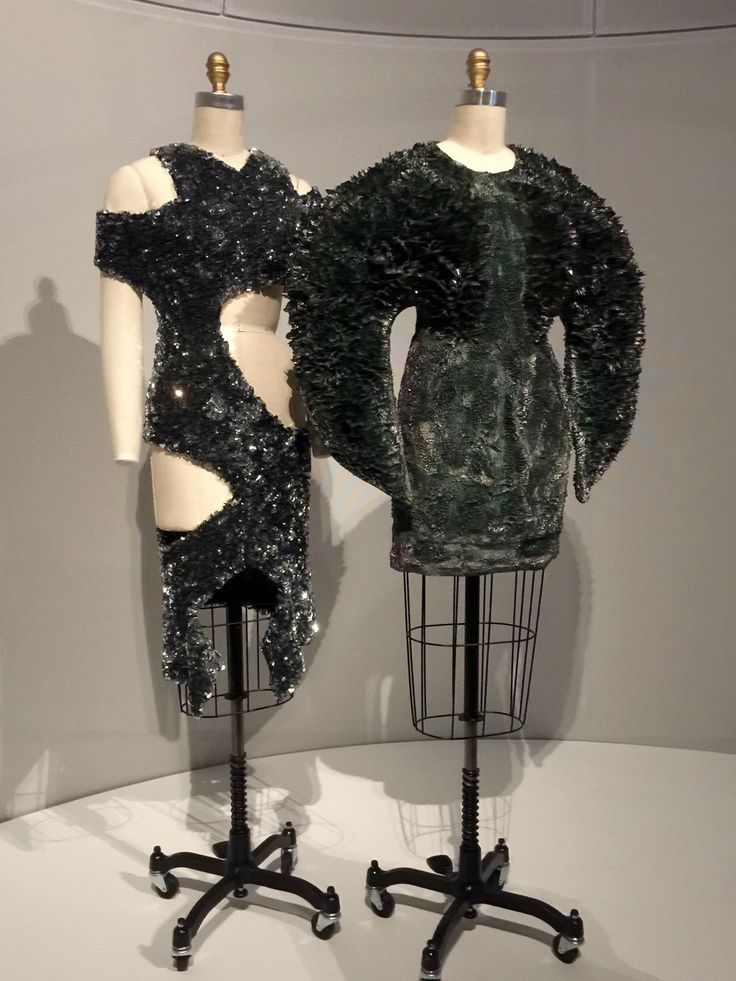 Iris van Herpen DRESS, Autumn/Winter 2013-14, haute couture Machine-sewn black cotton twill, hand-painted with gray and purple polyurethane resin and iron filings, hand-sculpted with magnets