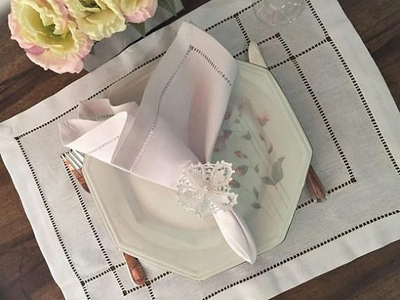 Placement and napkins linen cutlery sousplat  tablecloth