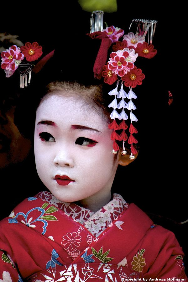 Gorgeous dressed and made up as a maiko with the ornate summer flowers on her hair slide