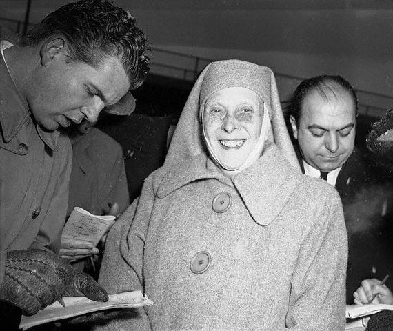 Prince Andrew Of Greece | andrew of greece 1952 original caption princess alice of greece ...